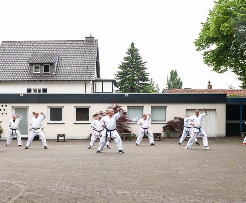 Wir sind wieder auf dem Karateweg! Erstes Training nach dem halben Jahr Corona-Pause.