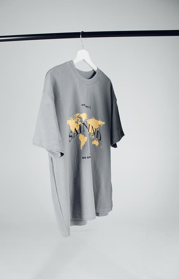 Grey t-shirt.png