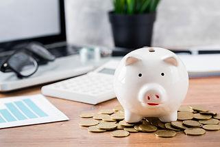 piggy-bank-with-coins-laptop.jpg