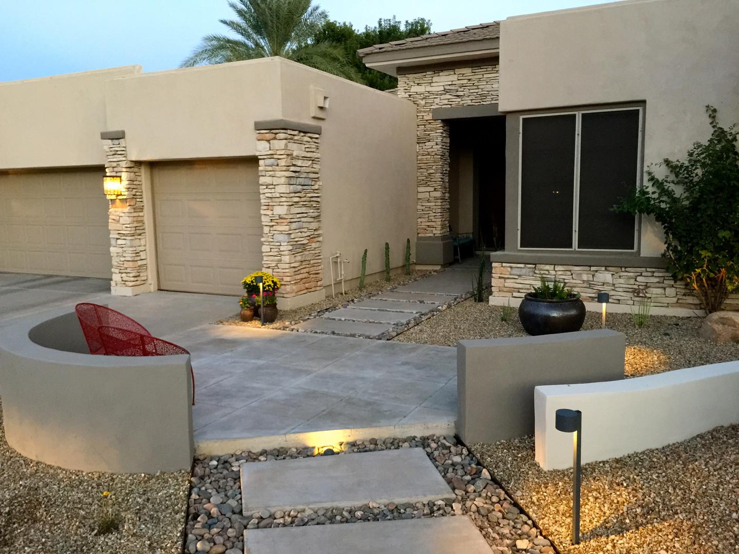 Front Yard Modern Courtyard
