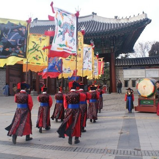How to Travel Cheaply in Seoul