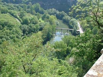 Vue sur l'Aveyron depuis le Château de Bruniquel