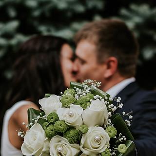 blurred-background-bouquet-bridal-948185