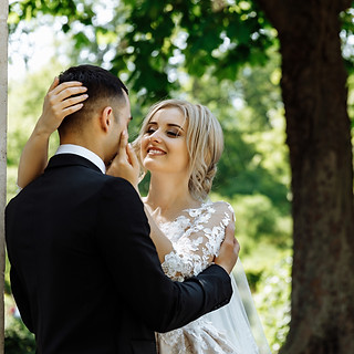 adults-bride-couple-1488318.jpg
