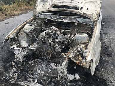 old-car-frack-vehicle-burnt-out-fire-dam