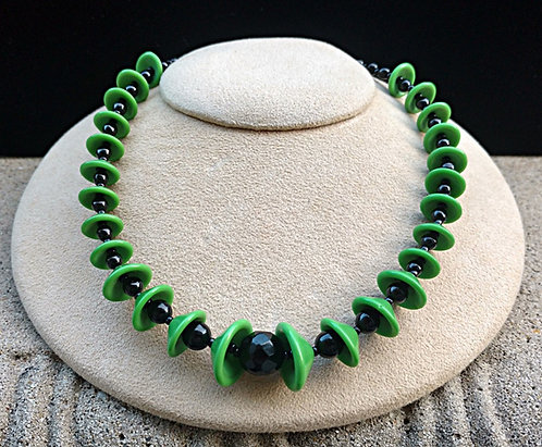 Art Deco Geometric Spring Green & Black Bead Glass Necklace