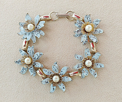 1950's Pale Speckled Blue Daisy Bracelet with Pearl Center