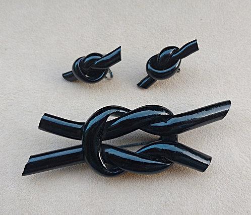 1940's Brooch & Screwback Earring Set in Jet Black Plastic Knots