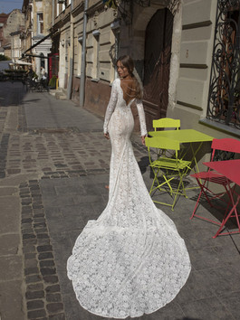 Liri's Hili Lace Mermaid Gown