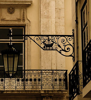 800px-The_window_and_the_lamppost_II.jpg