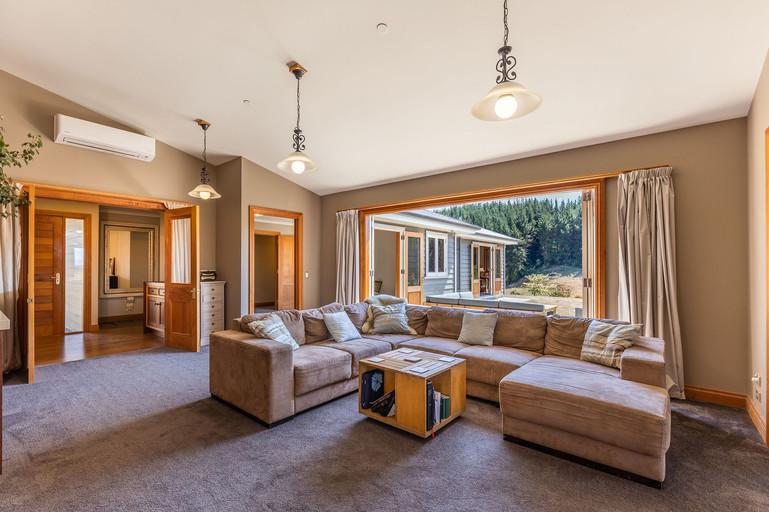 Warm & inviting lounge area.