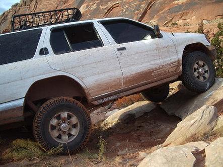 Nissan Pathfinder (96-12) - Rock Sliders/Rockrails