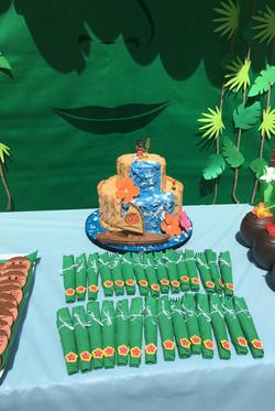 moana cake & themed cutlery