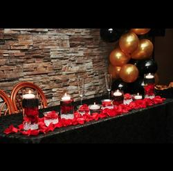 red & black head table decor