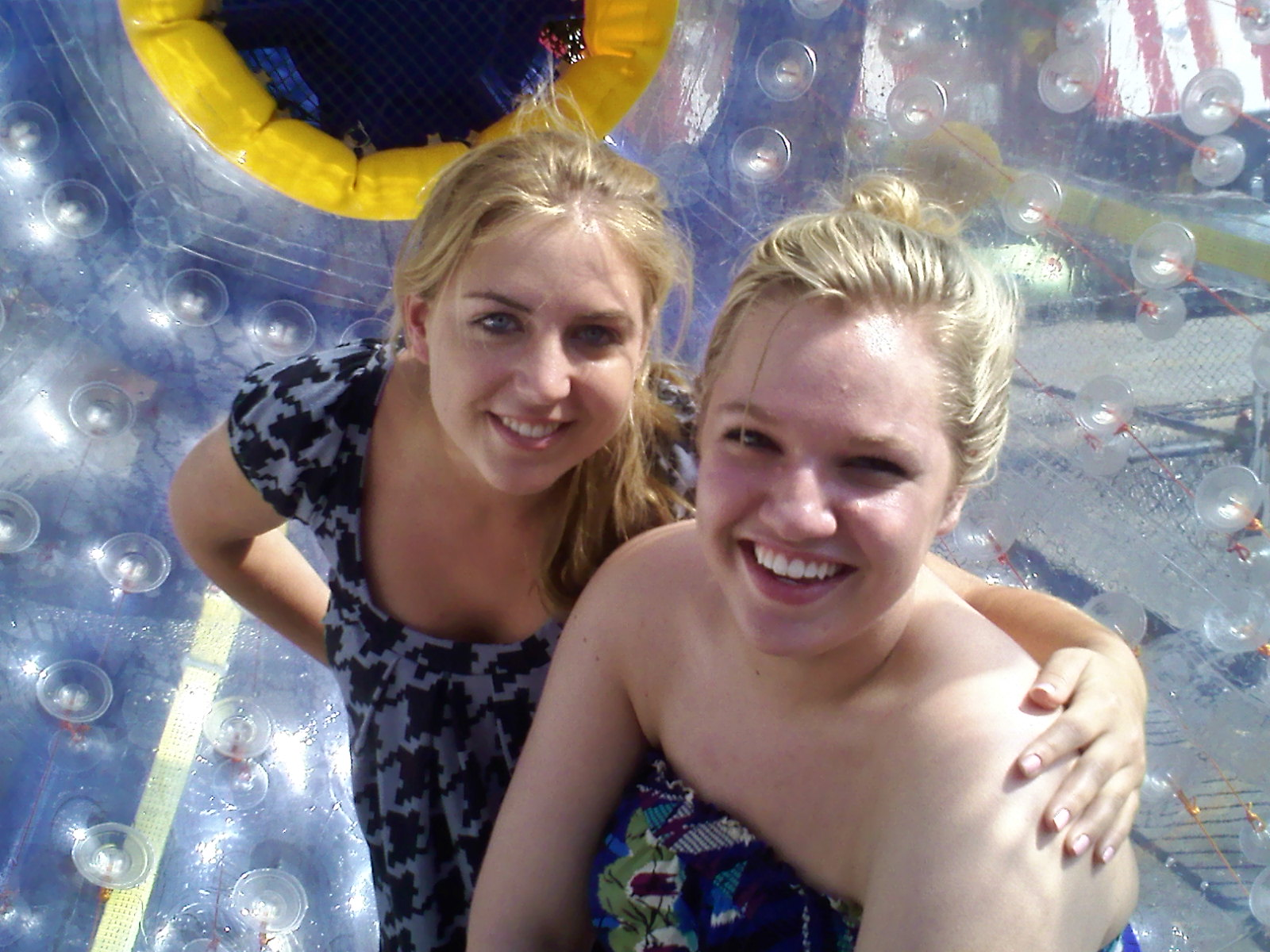 Two Blondes in the Fishpipe