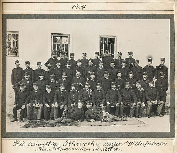 FF Chronik_030 (8)_Feuerwehr 1909.jpg