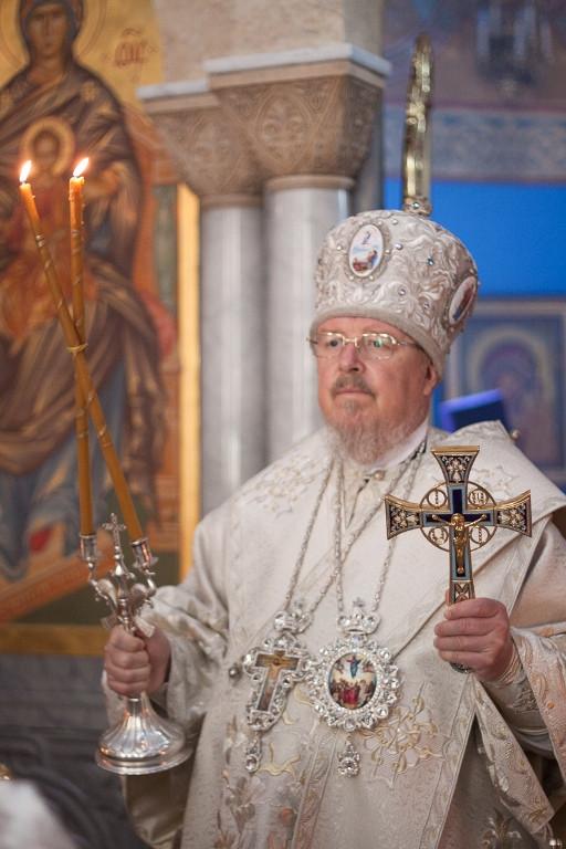 Митрополит Пантелеимон за Божественной литургией