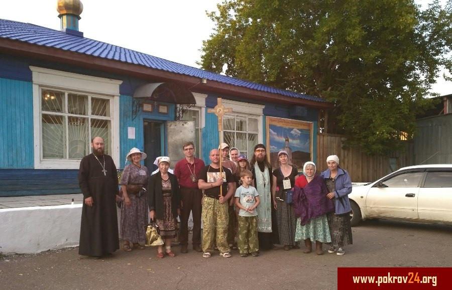 У Покровского храма