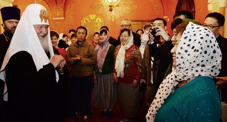 Патриарх Кирилл и паломники из Китая