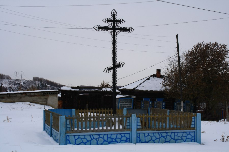 Мемориальный поклонный Крест на месте прежнего Покровского храма