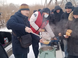 Волонтеры храмов Берёзовского благочиния епархии продолжают еженедельное кормление нуждающихся