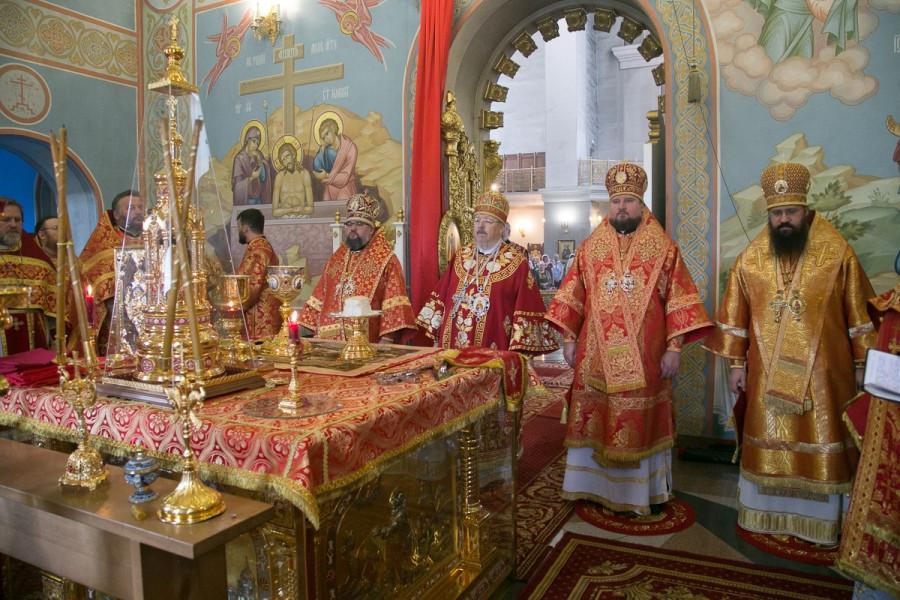 Божественная литургия в храме Рождества Христова