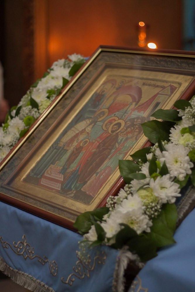Икона Введения Богородицы во храм. На аналое.