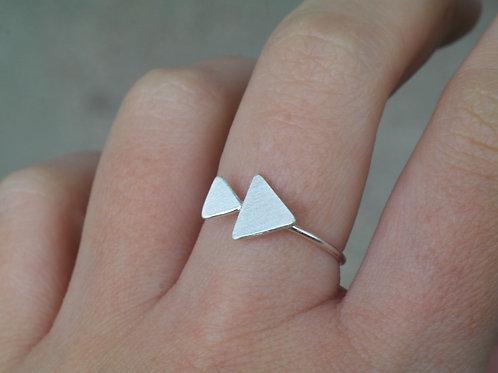 Anello con due triangoli in argento 925