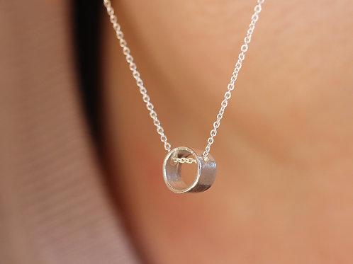 Collana con cilindro passante in argento 925