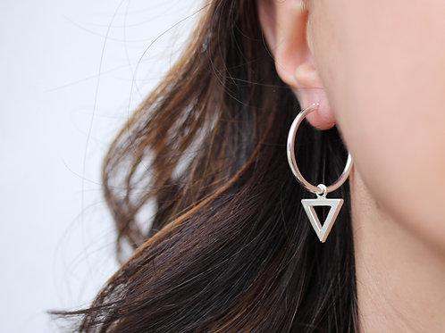 Orecchini a cerchio in argento 925 con triangoli vuoti