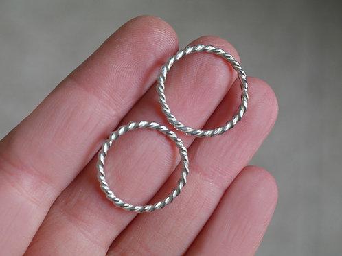 Orecchini a cerchio filo ritorto grandi in argento 925