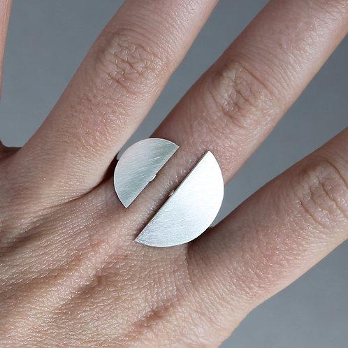 Anello aperto con due mezze lune in argento 925