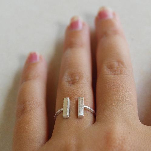 Anello aperto con due barrette in argento 925