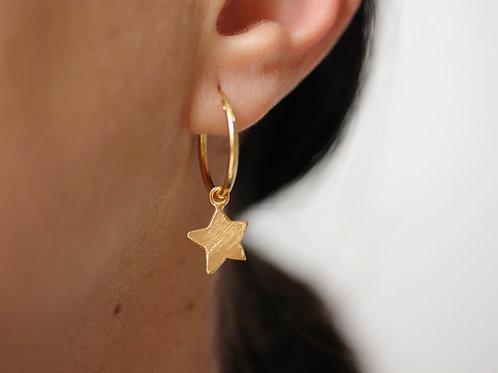 Orecchini a cerchio con stelle pendenti in argento 925