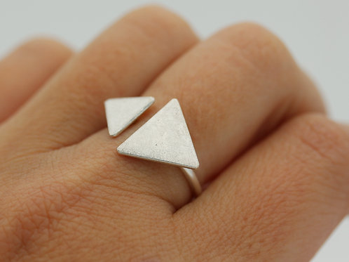 Anello aperto con triangoli in argento 925