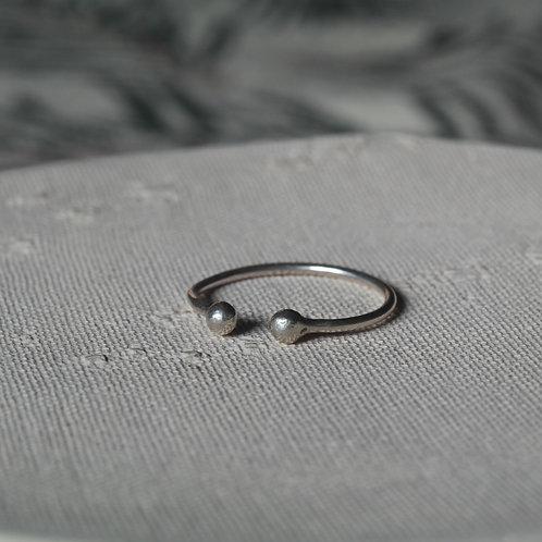 Anello aperto con due palline in argento 925