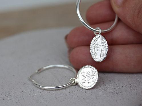 Orecchini a cerchio in argento 925 con charms