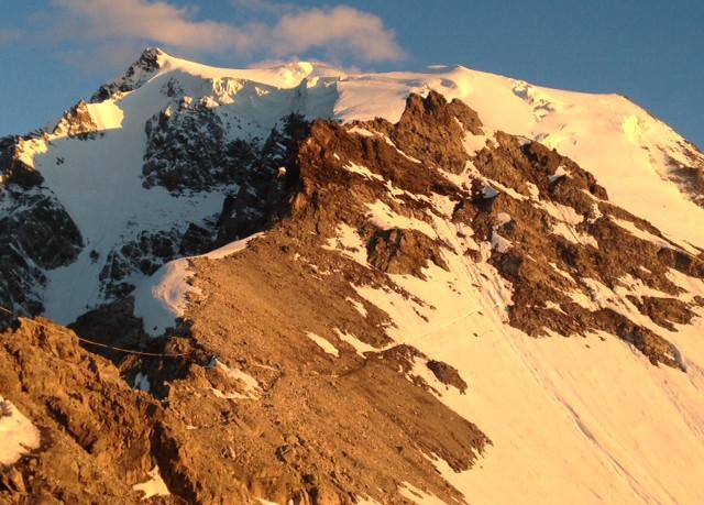 Hier die Aussicht von der Payer Hütte auf den Ortler Nordgrat ...