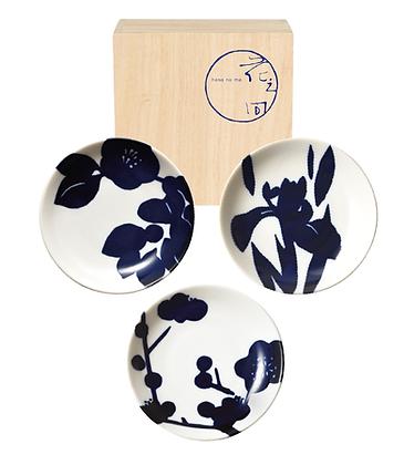 three small plates with paulownia box _ flower