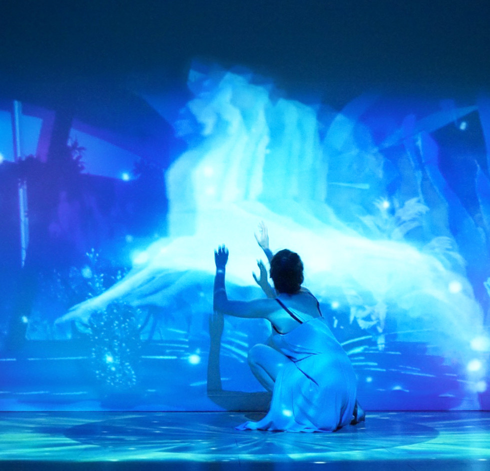 Equia - Projection & Dance
