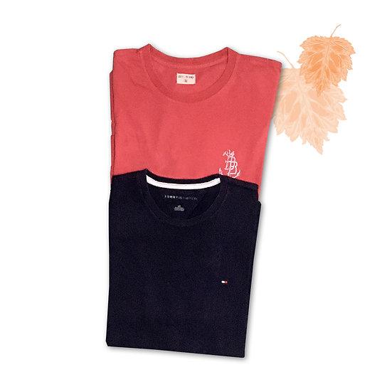 Conjunto Camiseta Vermelha Billabong (M) + Camiseta Azul Tommy Hilfiger (G)
