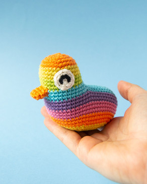 RAINBOW AMIGURUMI DUCK | Free crochet pattern