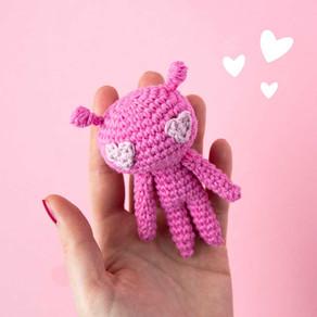 PINK LOVE ALIEN | Free crochet amigurumi pattern
