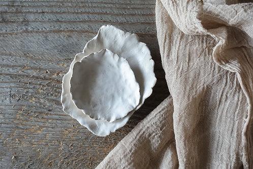 2 pcs white small plates