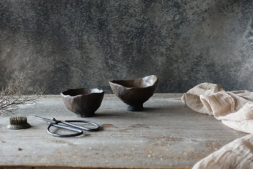 2 pcs brown bowls