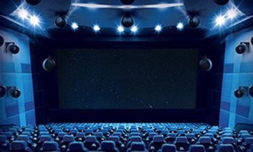 Salle de home cinéma avec son immersif