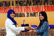 Dexa Award untuk Apoteker Terbaik dari Universitas Surabaya, Universitas Pancasila, dan Universitas