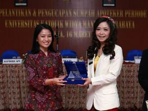 Dexa Award untuk Apoteker Terbaik di Berbagai Universitas