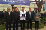 Dexa Award untuk Apoteker Terbaik ITB, UGM dan USD