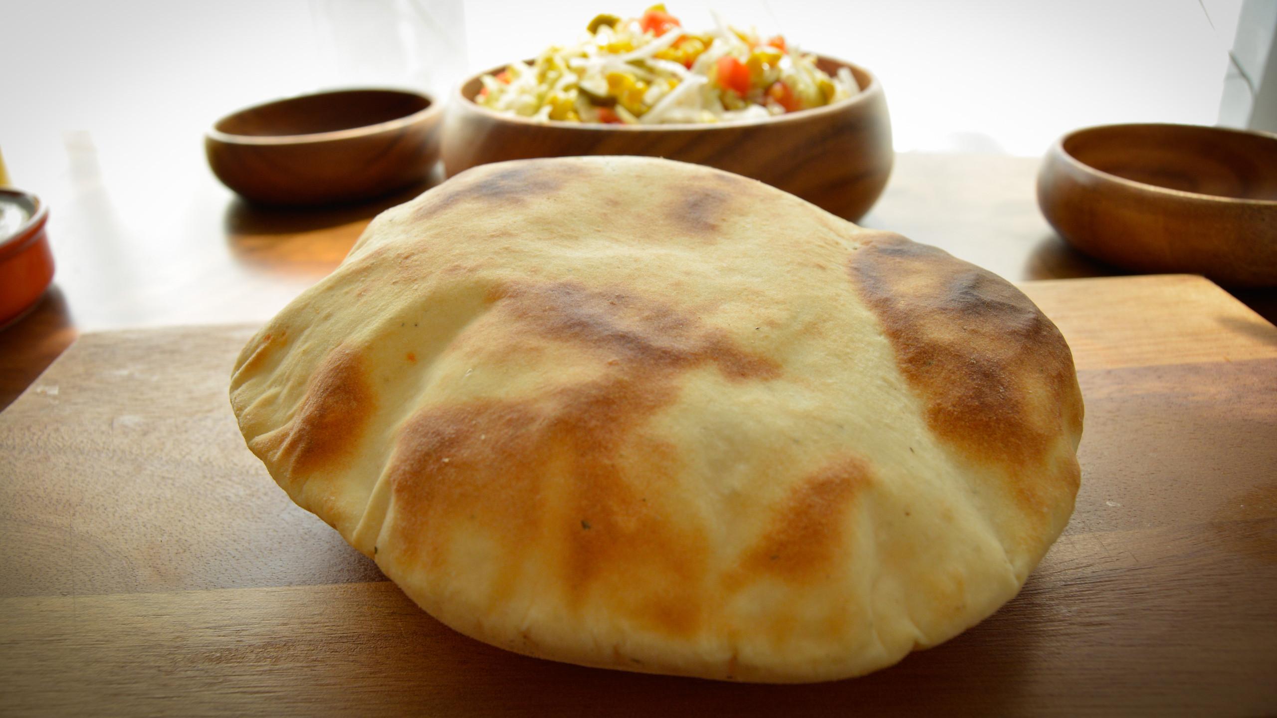 Homemade Pitta Bread Recipe - Pita Flatbread